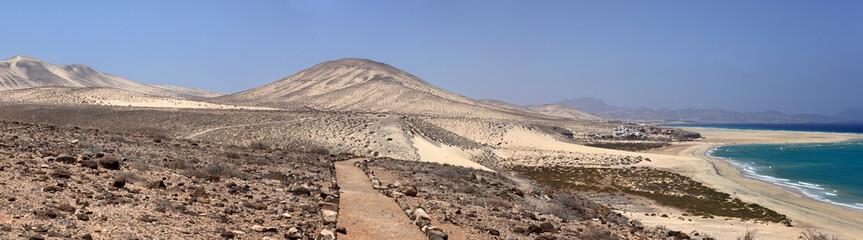désert et lagon des îles canaries