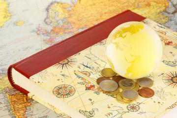 世界地図とお金と地球とノート