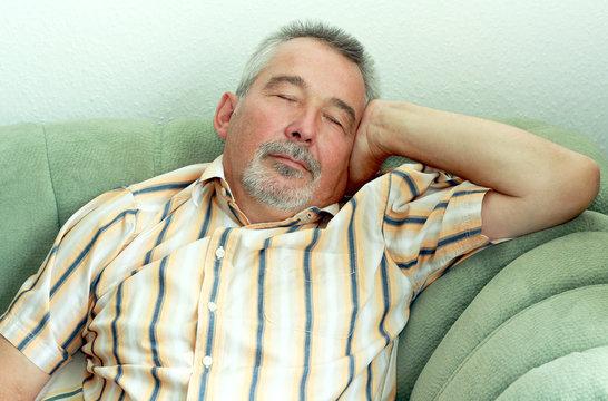 Schlafender Senior