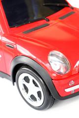 avant de petite voiture rouge
