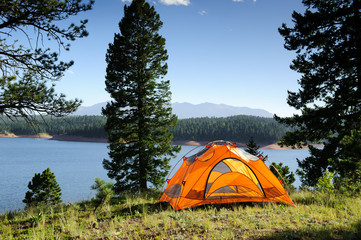 Photo sur Plexiglas Camping Camping Tent by the Lake