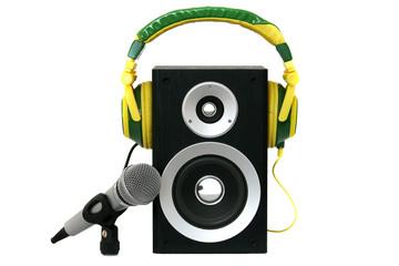Mikro mit Lautsprecher und buntem Kopfhörer