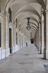 Portugal, arcades de la Place du Commerce à Lisbonne