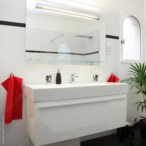 Salle de bain blanche et noire 1 photo libre de droits for Salle de bain blanche et noire