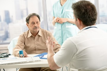 Doctor discussing diagnosis with patient