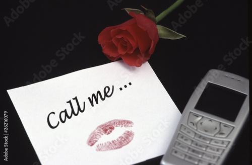 Gruß Und Kuss Neben Handy Und Rose No Pr Stockfotos Und