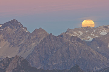 Acrylic Prints Full moon Monduntergang in den Alpen