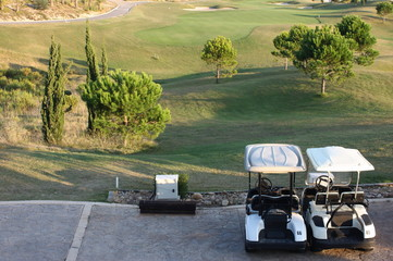 Carritos en el campo de golf