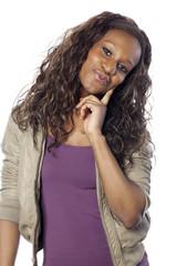 jeune fille black heureuse souriante