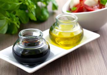 Balsamicoessig und Öl