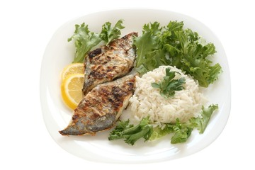 fried flounder with lettuce and rice