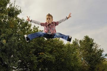 Kind fliegt