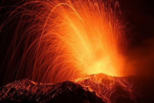 eruption of the volcano stromboli