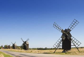 Alte Bockwindmühlen auf Öland, Schweden