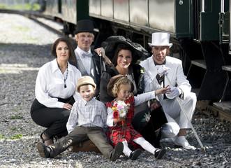 Familie am Bahnhof Nostalgie