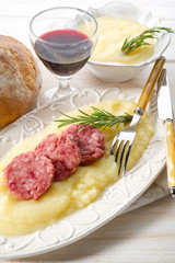 slice sausage with mashed potatoes-pure' di patate con cotechino