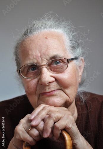 graue Haare Oma Bilder