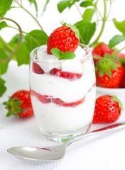 Erdbeer-Sahne-Dessert