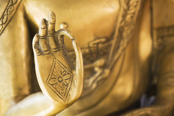 Fotorolgordijn Boeddha Hand of the golden Buddha 02