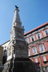 Napoli - Piazza San Domenico Maggiore, Obelisco
