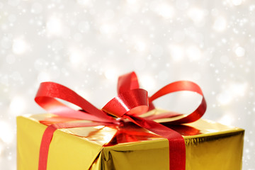 Red bow on the gift box