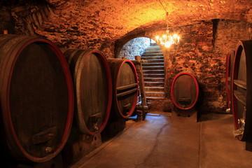 Wall Mural - alter Weinkeller, Rotwein Barrique-Fässer, Eichenfässer