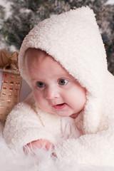 bébé de 4 mois expressive