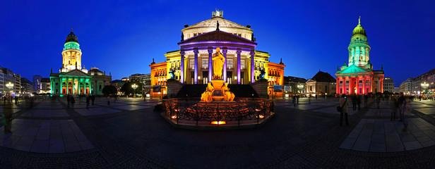 Berlin Gendarmenmarkt in abendlicher blauer Stunde