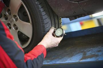 Measure tyre pressure