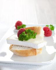 Canapé mit Käse