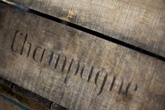 champagne vin cave chai caisse bois