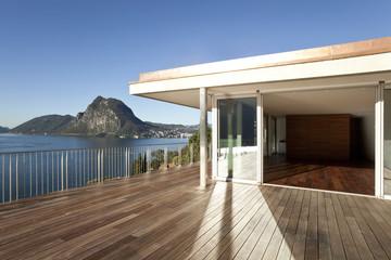 maison avec grande terrasse
