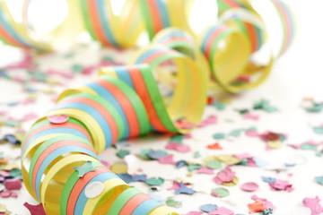 Party-Dekoration - Luftschlange mit Konfetti