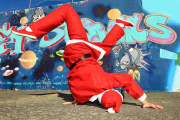 Père Noël danseur de Hip Hop