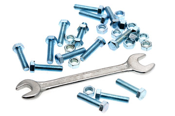 Schrauben mit Schraubenschlüssel