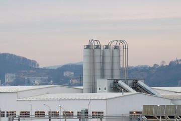 Современный завод по производству бетона и строительных деталей.