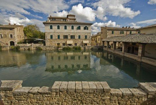 Toscana, Bagno Vignoni, antica vasca termale