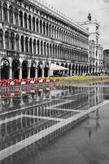Foto op Canvas Rood, zwart, wit Wenecja_06