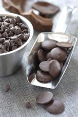 Pastilles et pépites de chocolat