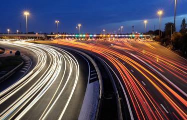 Fototapeten Nacht-Autobahn barrières de péage autoroutier de nuit