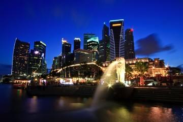 Foto op Plexiglas Singapore Singapore Skyline commercial District on Merlion Park