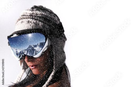 femme et masque de ski sous la neige photo libre de droits sur la banque d 39 images. Black Bedroom Furniture Sets. Home Design Ideas
