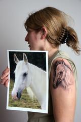 Pferde Portrait Tätowierung am Oberam