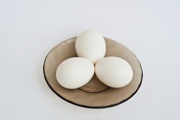 яйца куриные- три штуки