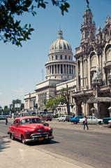 Foto op Aluminium Cubaanse oldtimers Havana Capitolio, Cuba