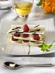 mille feuille à la crème de yaourt et aux fruits - dessert