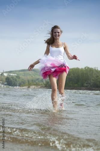 Молодая на воде эротика фото