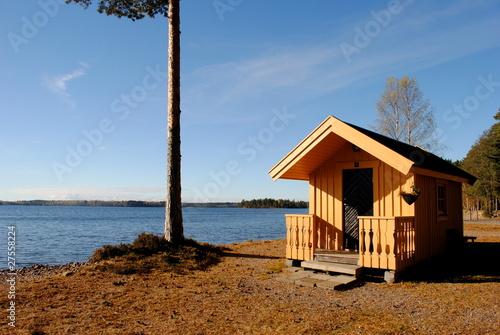 kleine h tte am see stockfotos und lizenzfreie bilder auf bild 27558224. Black Bedroom Furniture Sets. Home Design Ideas