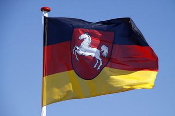 Flagge des deutschen Bundeslandes Niedersachsen