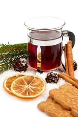 Glühwein Weihnachtspunsch Christbaumkugeln Orangenschalen Zimts